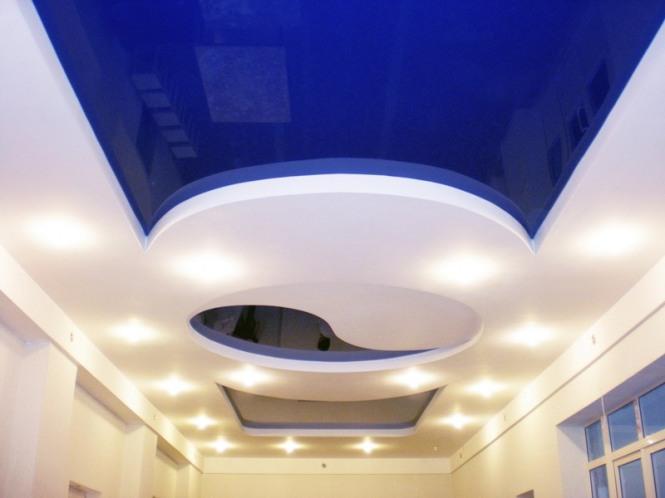 Что лучше: подвесные или натяжные потолки?